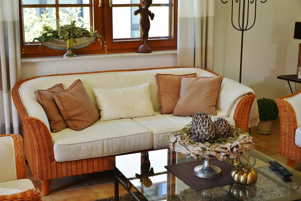 Wohnzimmer modern eingerichtet verspricht Stil und Wohnlichkeit